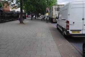 CS2 Cars parked on a Sunday while the pavement has lots of room