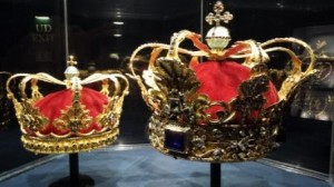 Crowns for absolute monarchs