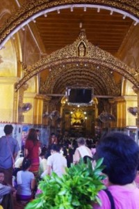 Golden Buddha Temple crowds