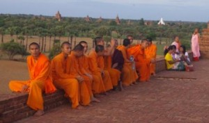 Monks and nuns at Pya Tha Da for the sunset