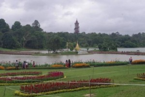 Kandawgyi Gardens the tower and lake