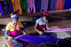 Pandaung Women weaving