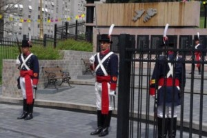 Malvinas Monument - changing the Grenadiers